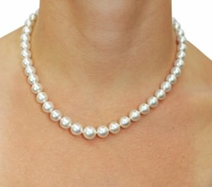 A beautiful 8-10mm Australian South Sea pearl necklace on a woman.