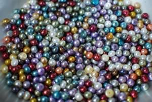 Pearls come in a variety of colors.