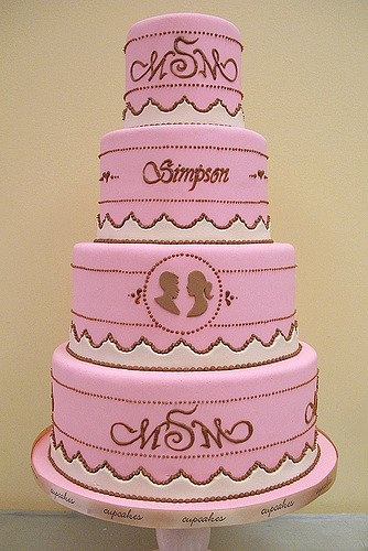Add your initials or other monograms to your wedding cake.