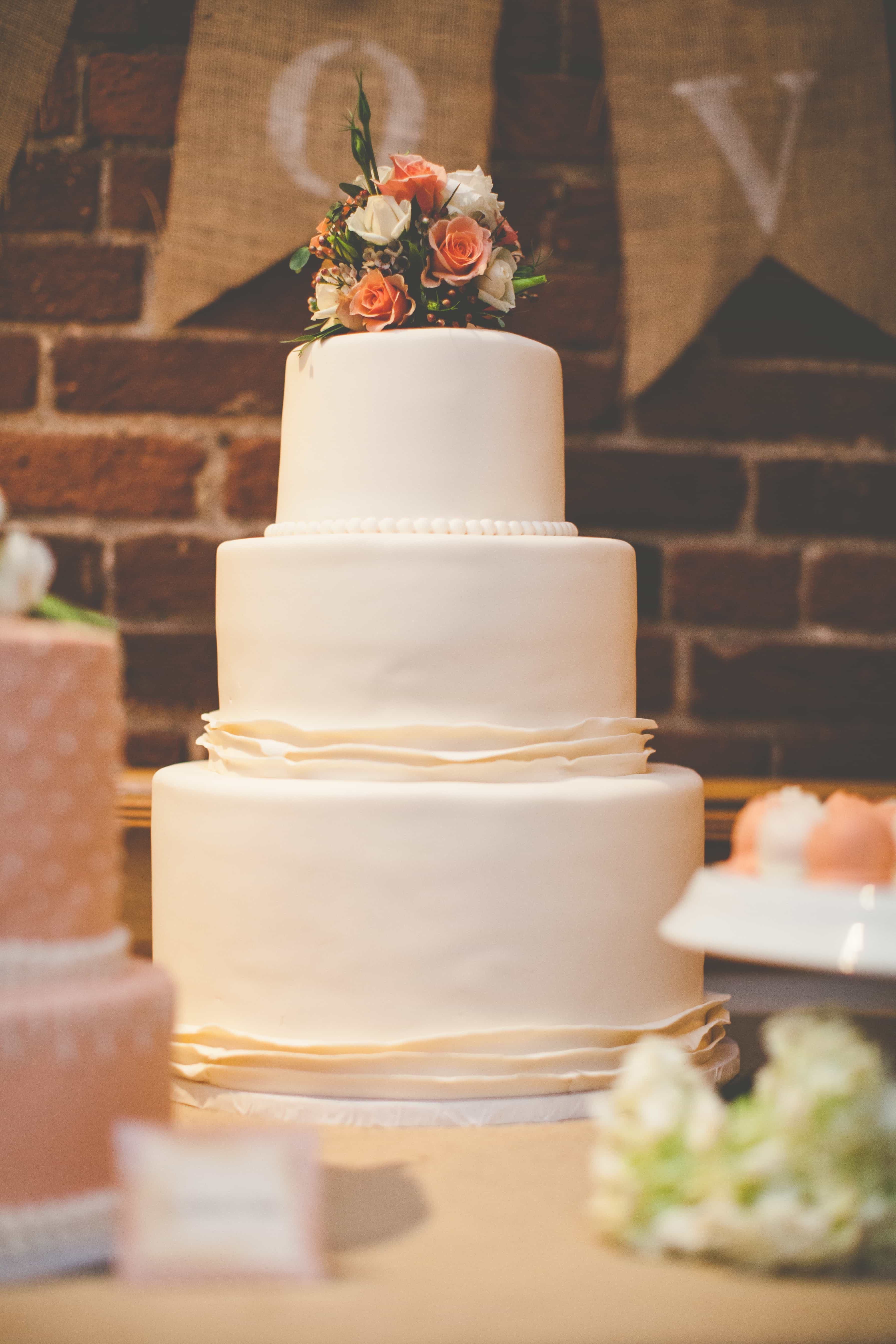 15 Hot Wedding Cake Trends You Can Customize To Make Your Own