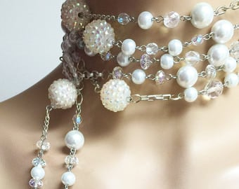 This is definitely NOT your grandmother's pearl necklace. Look how trendy it is!