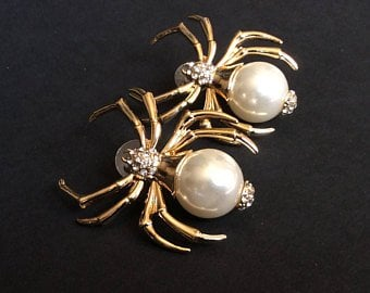 Halloween Wedding Jewelry Ideas: Spider Gold and Pearl Earrings