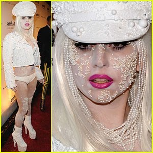 Pearls are the gems of the new generation: Lady Gaga Wears Strands of Pearls... ON HER FACE!