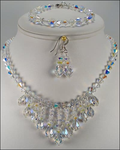 Check out this crystal jewelry set from Gwosh.