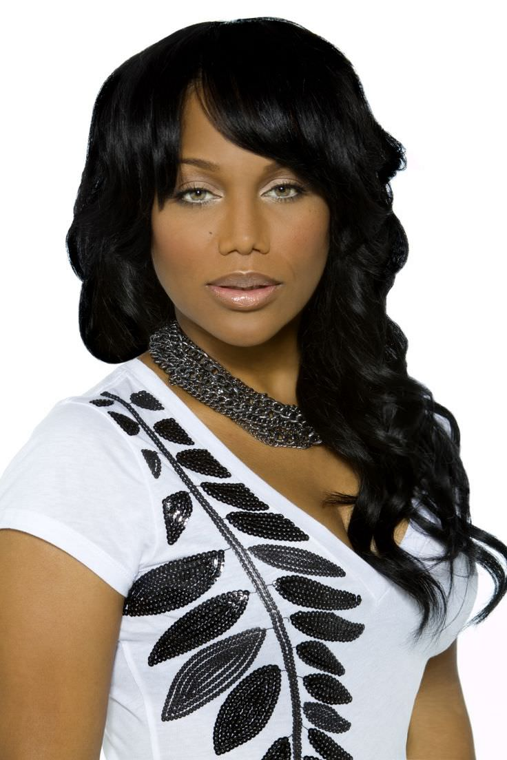 This woman is aging quite nicely. Michel'le looks amazing in this black and white jewel-embellished piece.
