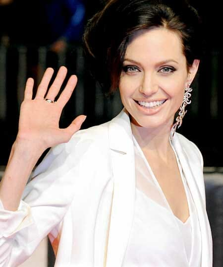 Angelina Jolie has been into the single earring trends for quite some time now.