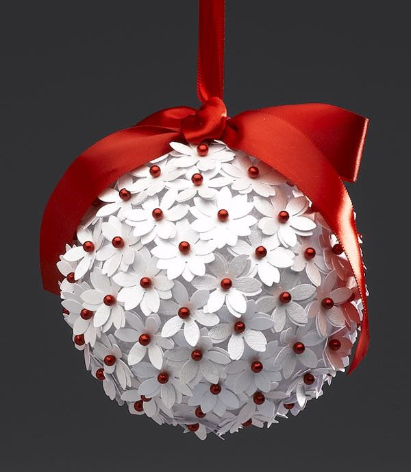 Jewelry trends for the 2017 Christmas holidays: Red pearls were used to create this festive looking red & white Christmas tree ball ornament.