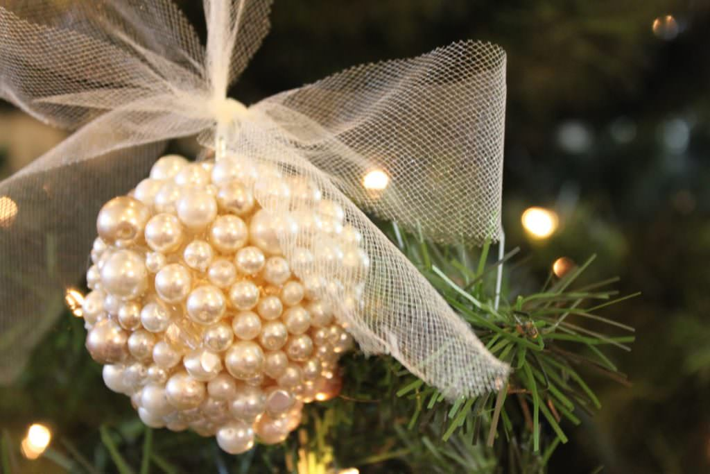 Do It Yourself Divas created this awesome Christmas tree ornament using gold pearls.