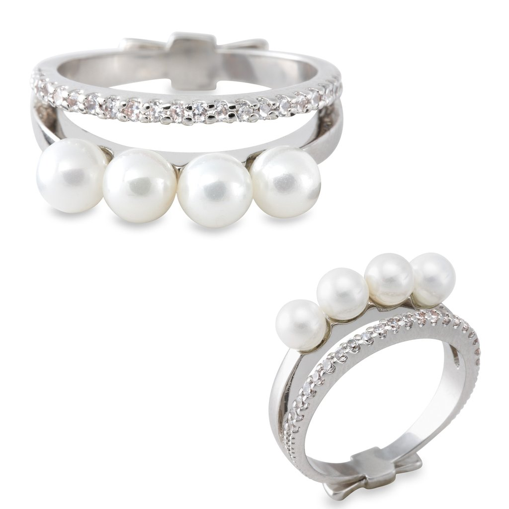 Layered pearl and diamond rings.