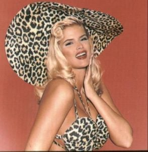 Anna Nicole Smith Goes Leopard and She Looks Iconic In It!