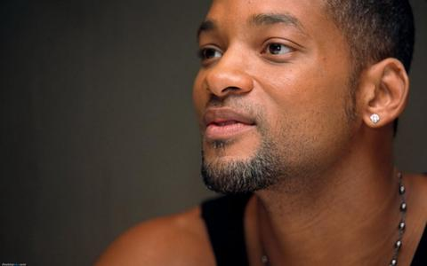 Will Smith wears his earrings and other men's jewelry with style and pride.