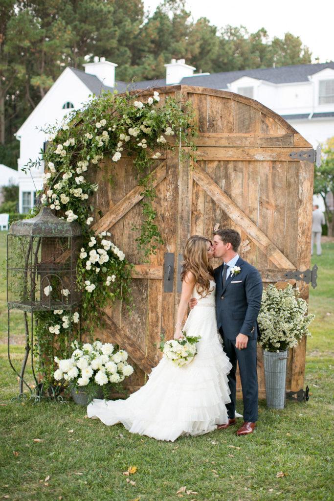 Wedding Theme Trends: Rustic, Backyard Backdrops