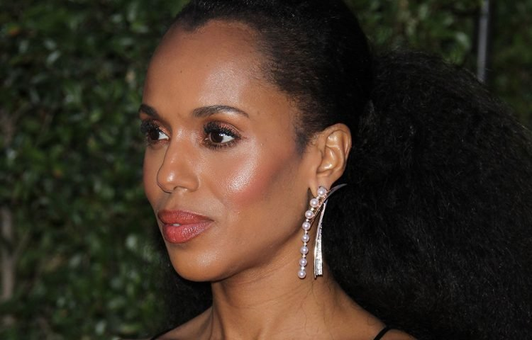 Kerry Washington of Scandal wore these stunning gold and pearl earrings.