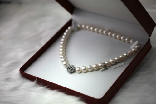 GIFT GUIDE PEARL NECKLACES & Breathtaking 30th Wedding Anniversary Gifts Your Wife Will Truly Love