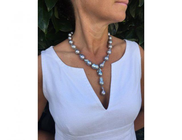 Black pearls neckline