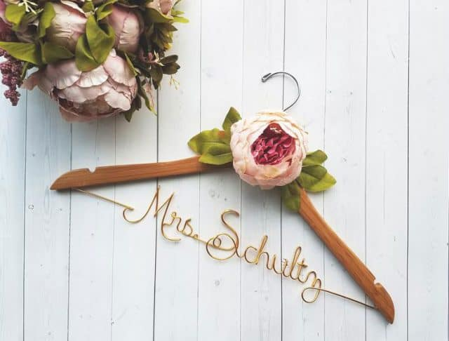 bridal-gifts-hanger