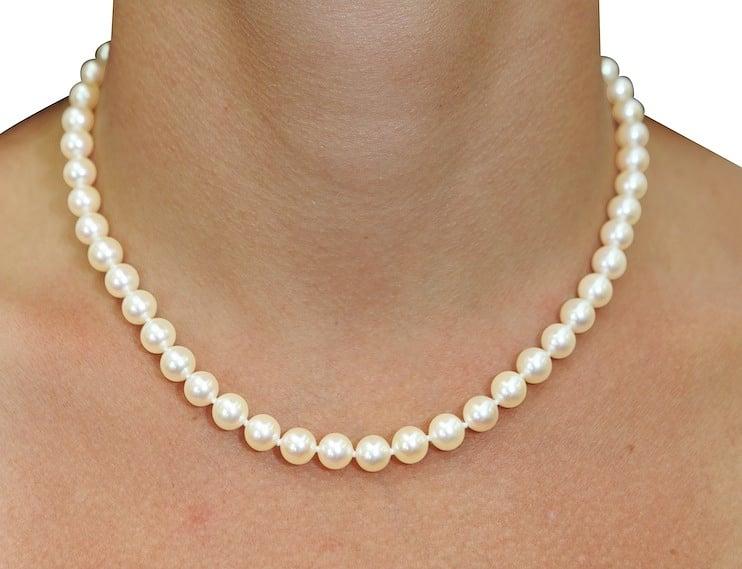 Resultado de imagen para pearl necklaces